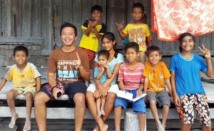 Bersama anak-anak Desa Adat Rende di Sumba Timur