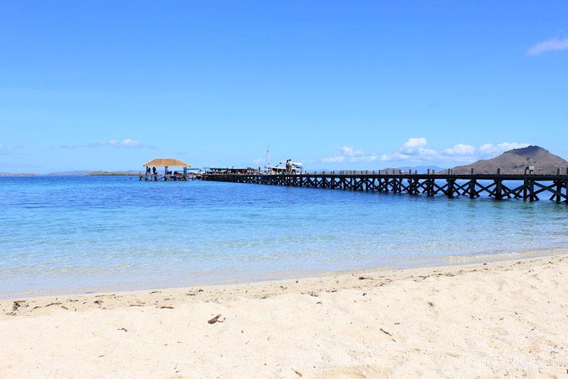 Pantai dermaga Pulau Kanawa