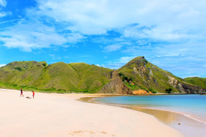 Pantai selatan Pulau Komodo