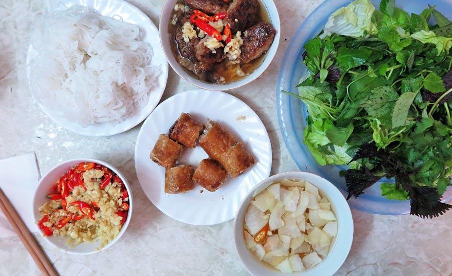 Eat Like Locals: 10 Streetfood Wajib Coba diHanoi