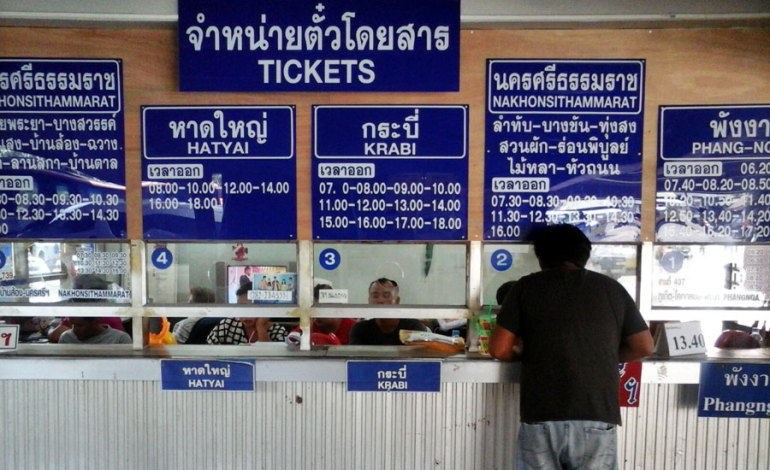 Huruf keriting semua di loket bis terminal Phuket