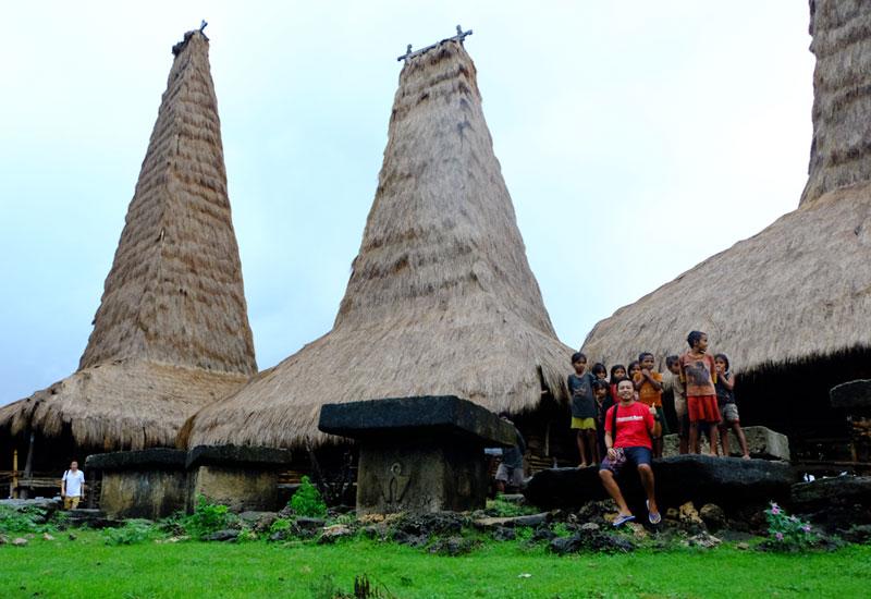 Bersama adik-adik Sumba di Desa Rotenggaro