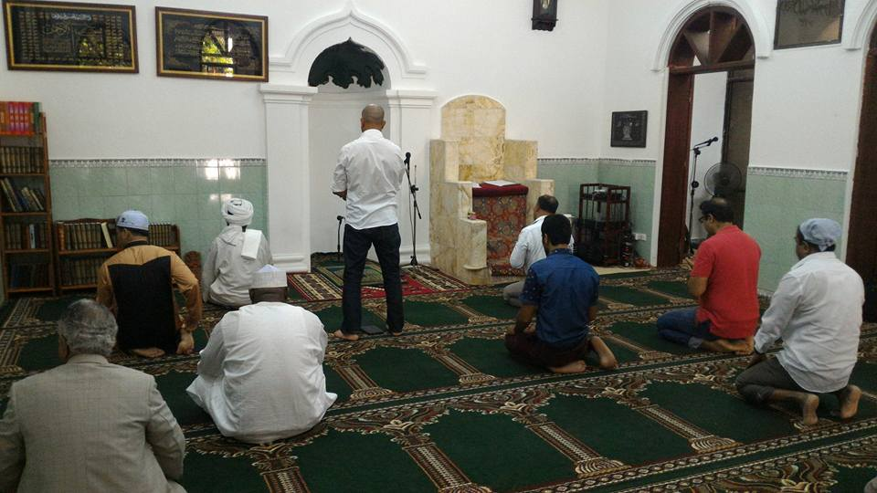 Suasana di dalam masjid, sangat sederhana